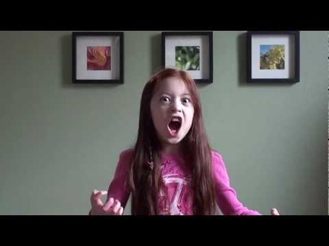 8 year old girl sings the Queen of the Night (Der Hölle Rache)