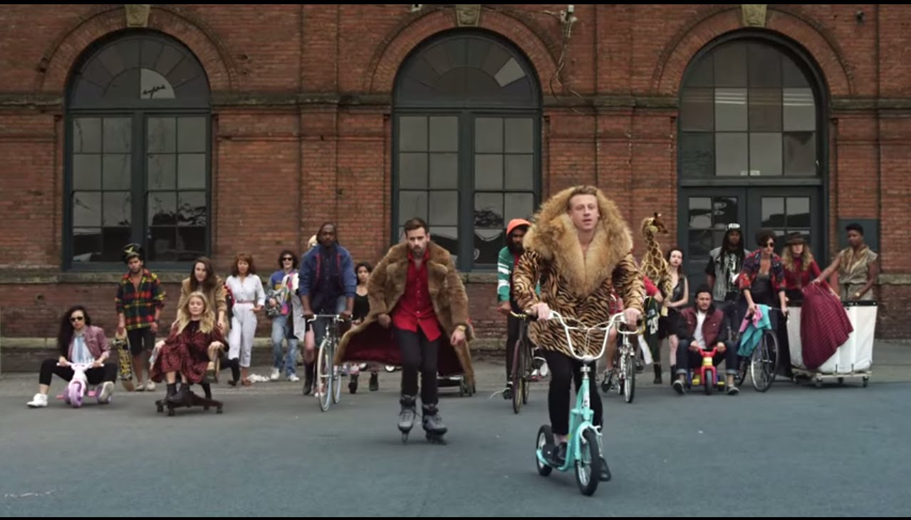 Macklemore & ryan lewis thrift shop feat